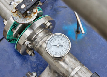 Close up image of a pressure gauge
